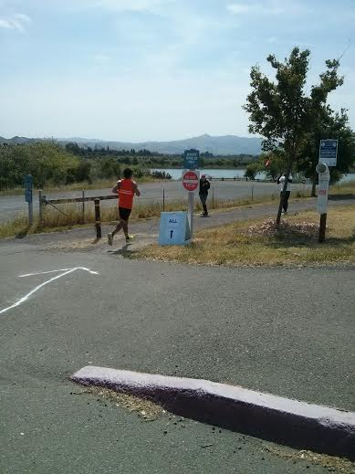 Chris flying in around mile 25.5
