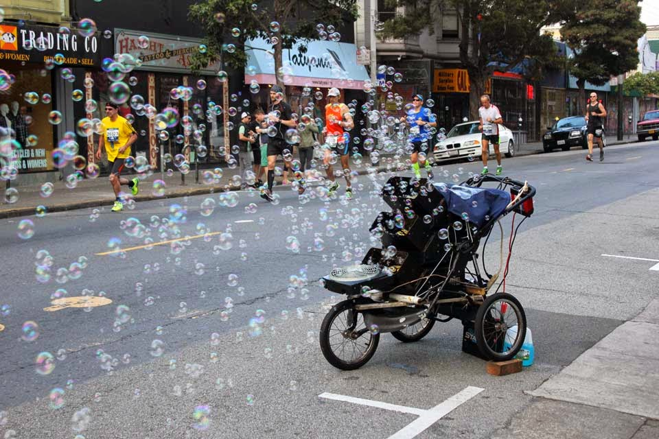 bc why wouldn't you run through bubbles at the intersection of Haight/Ashbury? [cred: http://hoodline.com/2014/07/scenes-from-the-marathon]