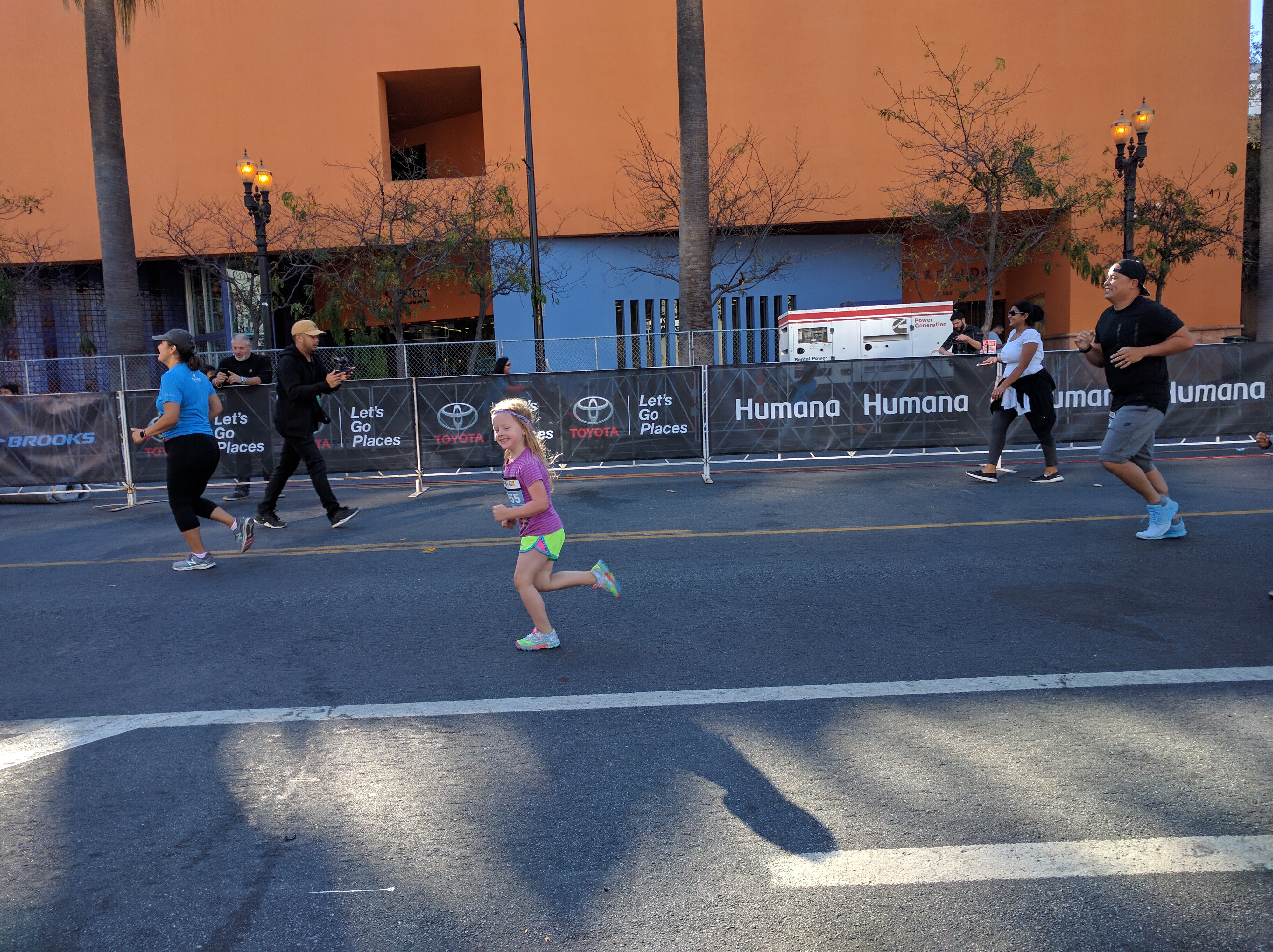 almost at the end of the 800m kids' race. It blows my mind that she can run with her hair down bc that'd drive me crazy!